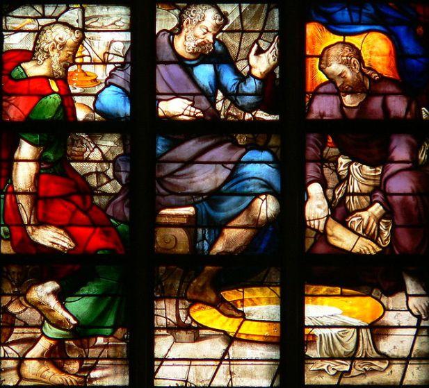 Das Glasfenster Nummer 23 (Mitte, Detail) in der Sint Janskerk in Gouda/Niederlande: